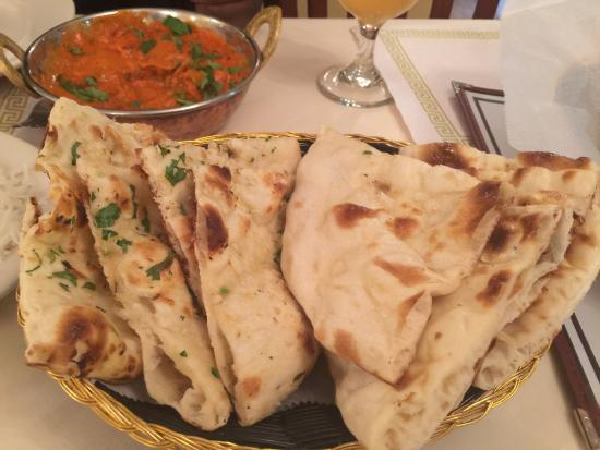 Owings Mills, Мэриленд: Great food and service! Delicious chicken korma, tikka masala and garlic naan! We will be back a