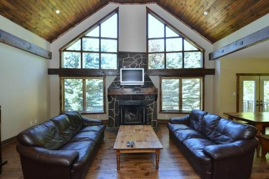 The Lodges at Blue Mountain: Fire place