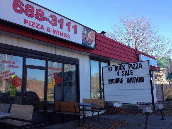 Tillsonburg, Canada: The sign says 4 Sale.  I'm not sure if that is a good sign.