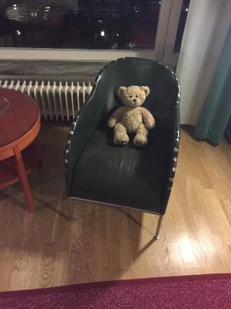 Hotel Rival: bear in the room