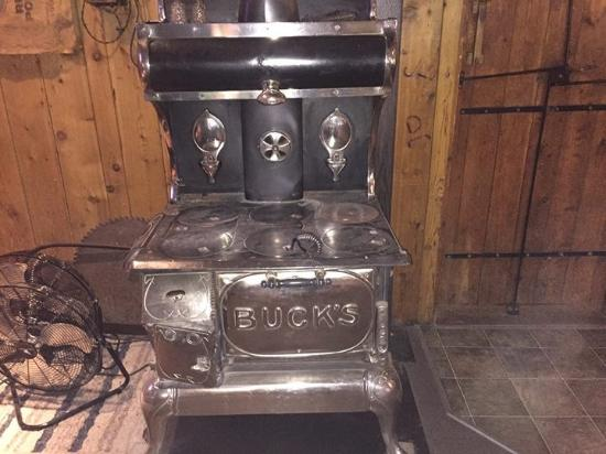 Priest River, ID: Antique wood stove, warm!!