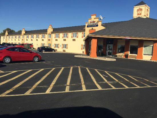 Photo of Baymont Inn & Suites Pella