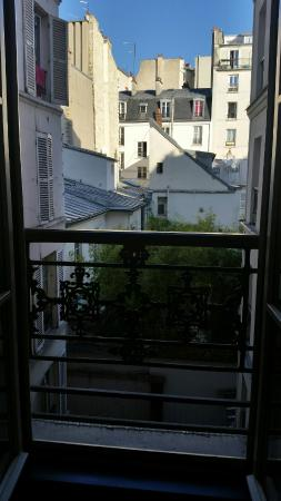 view from our room facing the courtyard picture of les plumes hotel paris tripadvisor. Black Bedroom Furniture Sets. Home Design Ideas