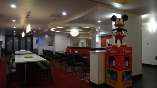 Breakfast And Gathering Area Picture Of Hampton Inn And Suites Los Angeles Anaheim Garden