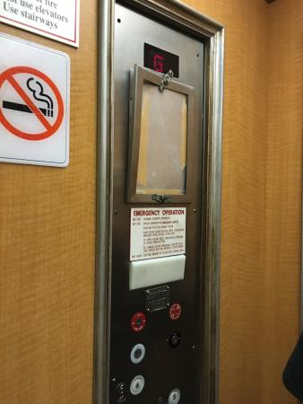 Seabonay Beach Resort: No safety/inspection certification in elevator