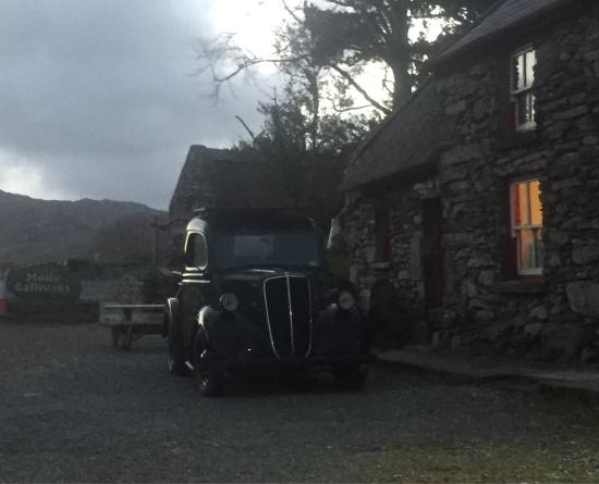 A sweet hidden gem on the way or coming from Kenmare. Wonderful place to take in the vast view a