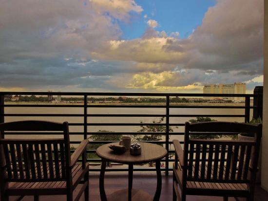 Le Grand Mekong: The balcony