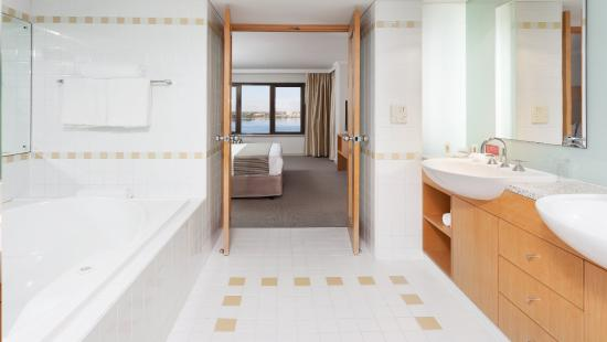 Suite Bathroom King Bed And River Views Crowne Plaza Perth Picture Of Crow