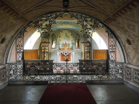 St. Mary's, UK: The artwork is breathtaking - images of Ss Francis & Clare on each side