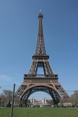 eiffel tower photo in the day time