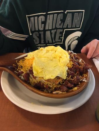 Muscatine, IA: Awesome Skillets & Omelettes.