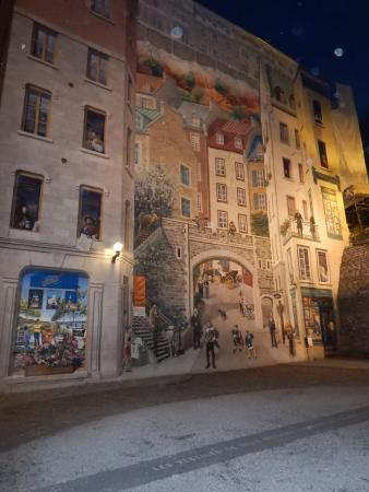 Famous wall mural picture of old quebec quebec city for Mural quebec city