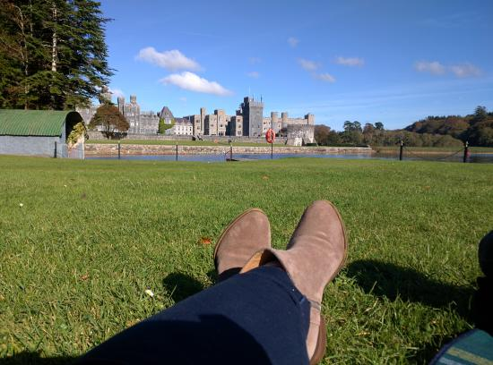 Cong, Irlanda: View from the green during our afternoon picnic.