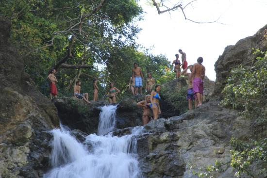 Mal Pais, คอสตาริกา: Playing in the pool above the waterfall.