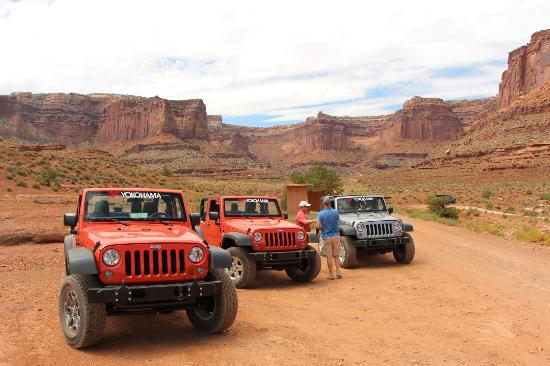 Moab Adventure Center - Day Tours: Canyonlands