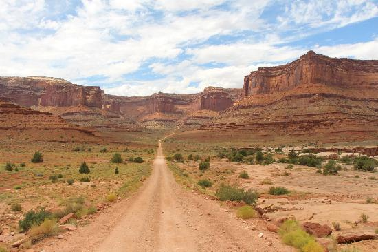 Moab Adventure Center - Day Tours: The bottom of Shafer Trail
