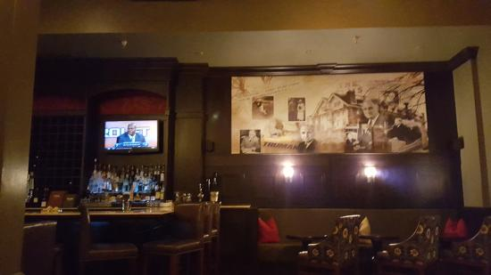 Excelsior Springs, MO: Bar area