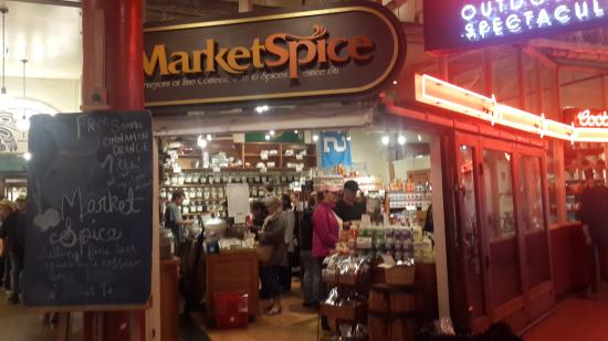 Marker spice store picture of pike place fish market for Fishing store seattle