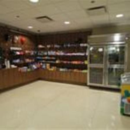 Holiday Inn Express Chicago O'Hare: 24hr MarketPlace