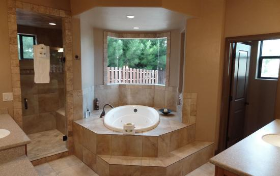 Updated master bathroom picture of cliffrose lodge for Updated master bathrooms