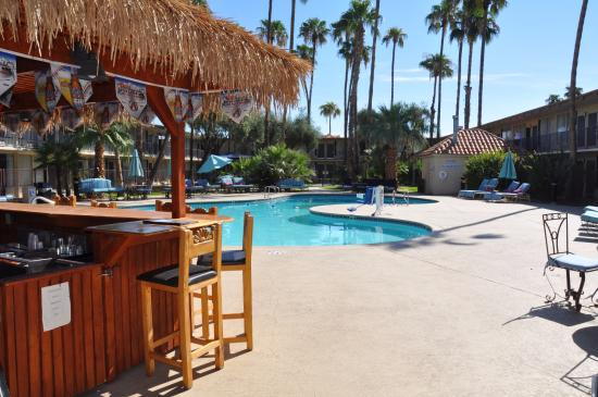 pool area picture of days hotel scottsdale near old town. Black Bedroom Furniture Sets. Home Design Ideas