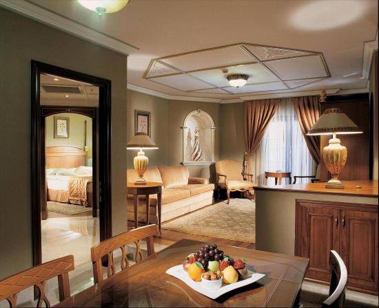 The Central Palace Hotel: King Suite