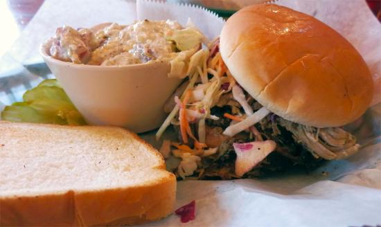 The Joint: Sandwich with pulled pork