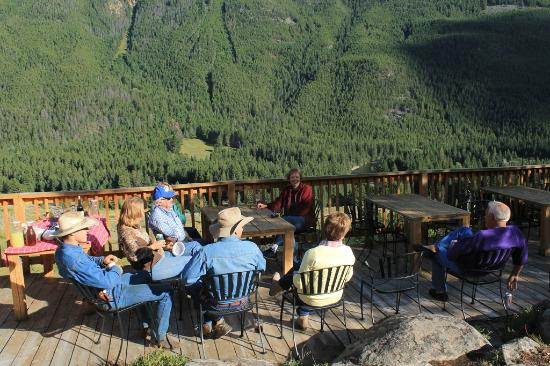 Hawley Mountain Guest Ranch: neeting on deck