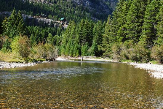 Hawley Mountain Guest Ranch: lodge from river