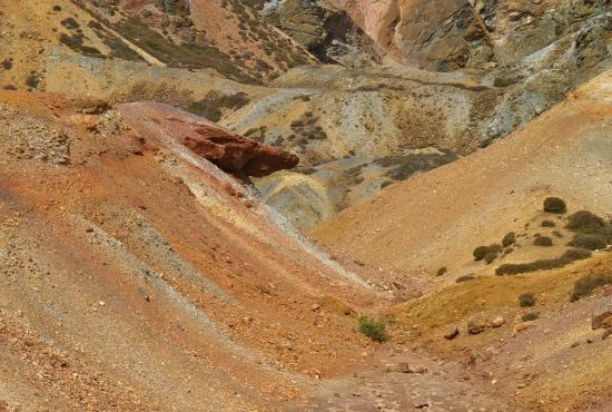 Amlwch, UK: Colourful mineral deposits at Parys mountain