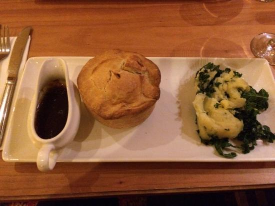 Enfield, UK: Beef merlot pie