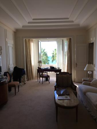 Suite living area with balcony and seaside view picture of intercontinental - Prix suite carlton cannes ...