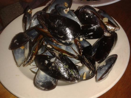 Калк-Бей, Южная Африка: Finished bowl of mussels, only R98 !!