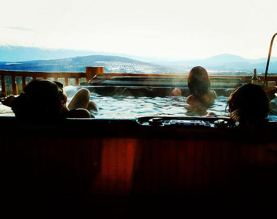 Kimberley, Canadá: Jacuzzi and the view