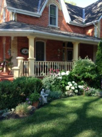 Cardinal Bed And Breakfast Stratford Ontario