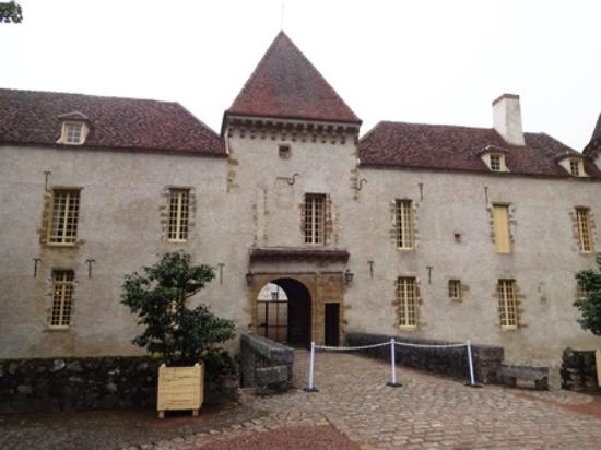 Clamecy, France: 城の正面