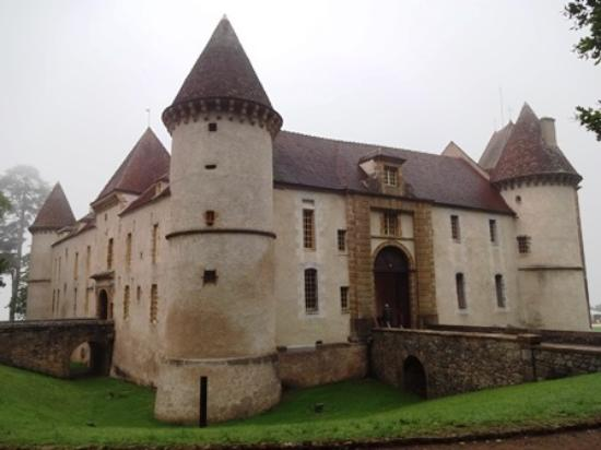 Clamecy, France: 城の全景