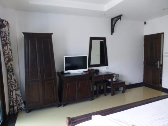 holzm bel im alten stil picture of baan andaman hotel bed breakfast krabi town tripadvisor. Black Bedroom Furniture Sets. Home Design Ideas