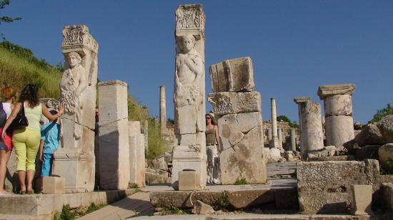 Улица Куретов - Picture of Curetes Street, Selcuk ...