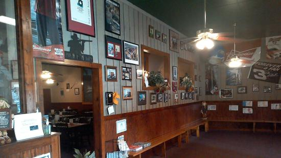 Waynesville, Carolina del Norte: Waiting area and one of the dining rooms