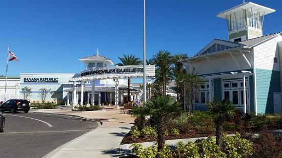 Oct 02,  · An Outlet Mall That Has a Lot of Good Stores. This Outlet Mill is my favorite outlet mall in Central Florida. It has a lot of good stores like Starbucks Coffee, Godiva Chocolates, Lindt's Candies, Clark Shoes, TUMI, Ralph Lauren, Columbia and a lot more.4/4().