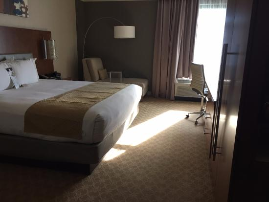 room picture of doubletree by hilton hotel atlanta. Black Bedroom Furniture Sets. Home Design Ideas