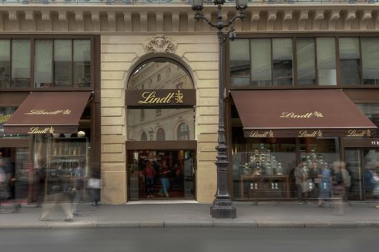 Lindt store paris paris restaurant reviews phone for Showroom cuisine paris