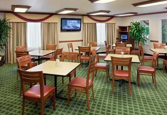Breakfast dining area picture of fairfield inn suites for 7090 cypress terrace fort myers