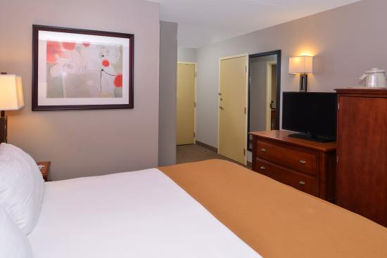 Crestwood, IL: Enjoy our King rooms with free WiFi