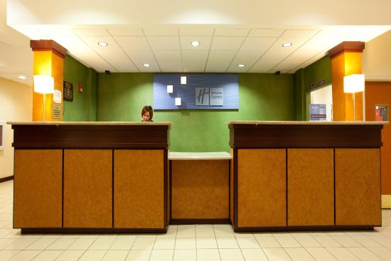 Holiday Inn Express New Orleans East: Front Desk