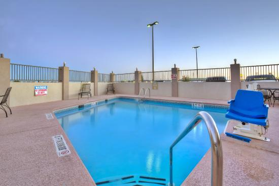 Swimming Pool Picture Of Candlewood Suites Fort Stockton Fort Stockton Tripadvisor