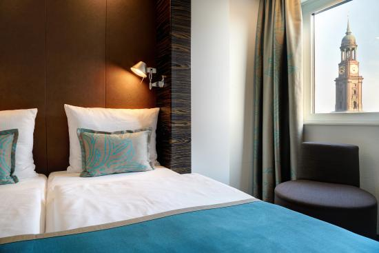 room picture of motel one hamburg am michel hamburg tripadvisor. Black Bedroom Furniture Sets. Home Design Ideas