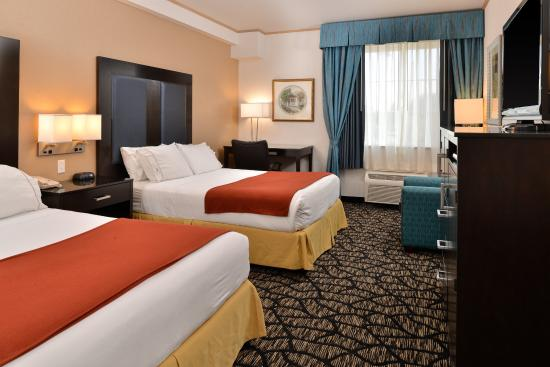 Lakewood  Pierce County, WA: Tacoma South Lakewood Hotel Two Queen Bed Guest Room