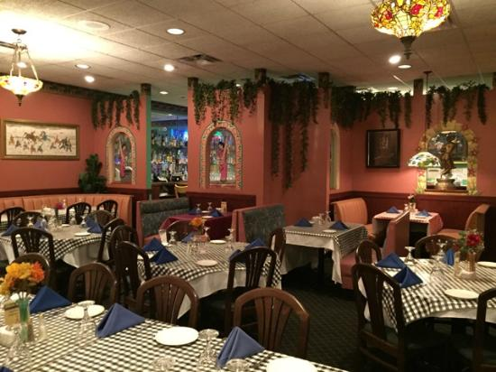 Loves Park, IL: Dining Area